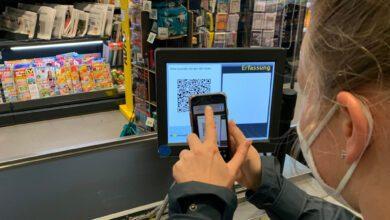 Ohne sich zu registrieren erhält die Kundin eines Marktes der Edeka Nord ihren eBon aufs Telefon. (Foto: Retail Optimiser))