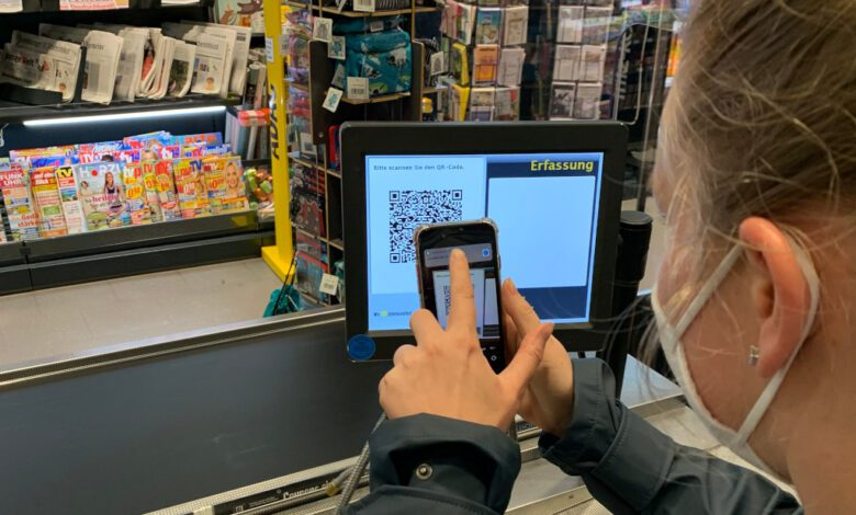 Without registering, the customer of an Edeka Nord store receives her eBon on her phone. (Photo: Retail Optimiser)