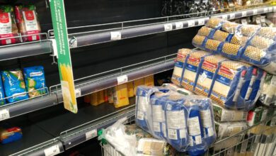 Hoarding purchases, such as here in a supermarket in Saint Petersburg, are major challenges for conventional automated replenishment systems. (Photo: via iStock)